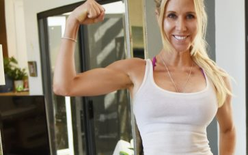 photo of Sheri Geoffreys flexing arm muscles from 15 minute burst workouts